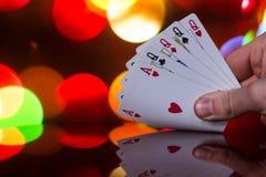 Fyra av en kombination för sortpokerkort på det suddiga kortspelet för förmögenhet för bakgrundskasinolycka Royaltyfri Fotografi