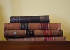 Fyra böcker på en hylla arkivbilder