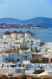 Fyra berömda väderkvarnar som förbiser lilla Venedig, och gamla Mykonos Royaltyfria Foton