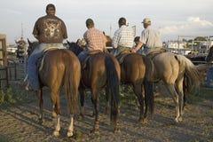 Fyra cowboys på PRCA-rodeoen royaltyfri bild