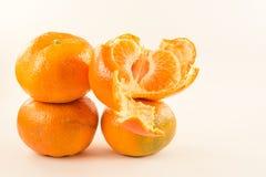 Fyra enorma tangerin på vit bacground Arkivfoto