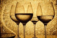 fyra exponeringsglas vit wine Arkivbild
