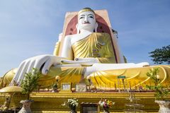 Fyra framsidor av Buddha på den Kyaikpun Buddha, Bago, Myanmar Arkivfoton