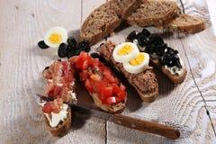 Fyra frukostsmörgåsar Fotografering för Bildbyråer