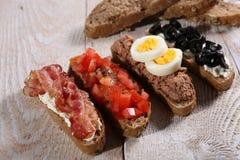 Fyra frukostsmörgåsar Arkivbild