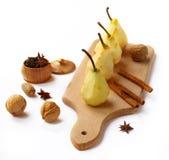 Fyra gjorde ren pears för förberedelse Arkivbild