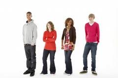 fyra gruppstudiotonåringar Arkivbilder