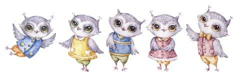 Fyra gulliga aquarelleugglor, ställde in i barnslig stil stock illustrationer