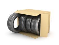 Fyra gummihjul i en öppen kartong, Royaltyfri Fotografi