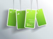 Fyra hängande gröna ecokort. Arkivfoto