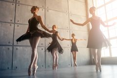 Fyra härliga ballerina arkivbilder