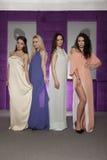 Fyra härliga flickor i bärande dräkter för modestil Royaltyfria Foton