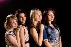Fyra härliga unga kvinnliga vänner Arkivfoto