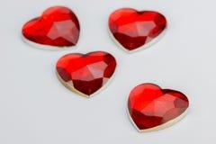 Fyra hjärtor i rött exponeringsglas Royaltyfri Foto