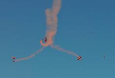 Fyra hoppa fallskärm Fotografering för Bildbyråer