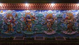 Fyra konungar på väggen av den buddistiska kloster Royaltyfri Foto