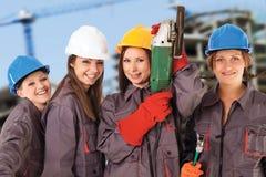 Fyra kvinnabyggnadsarbetare Arkivbild
