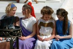 Fyra kvinnor i historiska dräkter Royaltyfria Bilder