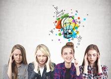 Fyra kvinnor med bra idé arkivbild