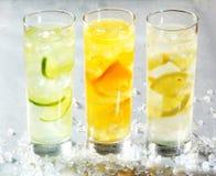 Fyra kylde citrusa drycker Arkivbild