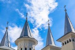 Fyra kyrkligt torn med moln, abstrakt sikt - Rumänien Transylvania Arkivbilder