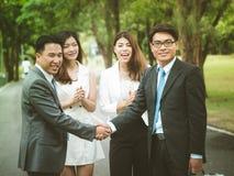 Fyra lyckliga asiatiska businesspeople Royaltyfria Bilder