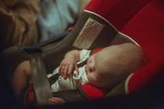Fyra månader behandla som ett barn att sova sött Royaltyfri Bild