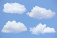 Fyra moln med blå himmel Arkivbilder