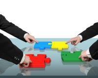 Fyra monterande pussel för personer på tabellen Arkivbild