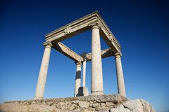 fyra monumentstolpar Arkivfoton