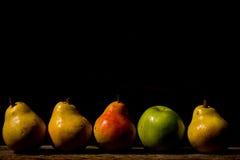 Fyra organiska Pears Arkivfoto