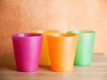 Fyra plast- koppar Fotografering för Bildbyråer