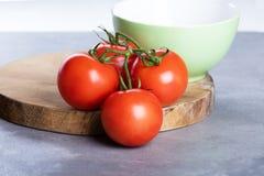 Fyra röda nya saftiga tomater Royaltyfri Foto