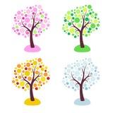 Fyra säsongträd stiliserade med cirklar som isolerades på vit bakgrund royaltyfri illustrationer