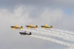 Fyra Saab 91 Safir instruktörflygplan i bildande Fotografering för Bildbyråer