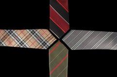 Fyra slipsar med deras slut som vänder mot sig Arkivfoto