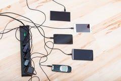 Fyra smartphones och en klassisk telefon Royaltyfria Foton