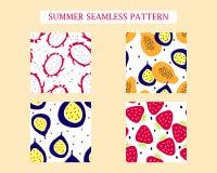 Fyra sommar tryck: drakefrukt; papaya; passionfrukt; jordgubbe vektor illustrationer
