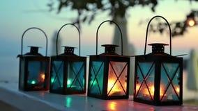 Fyra stearinljuslampor arkivfilmer