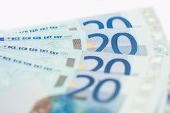 Fyra tjugo eurosedlar stänger sig upp Royaltyfri Bild