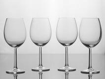 Fyra tomma vinexponeringsglas Arkivbilder