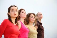 fyra unga kvinnor Arkivfoton