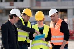 Fyra väg-och vattenbyggnadsingenjör på arbete royaltyfri fotografi