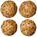Fyra vävde bambubollar Arkivbilder