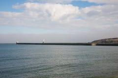 Fyrar på pir i Aberdeen hamningång Arkivfoton