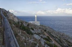 Fyren av ` Otranto för Capo D på solnedgången Royaltyfri Bild