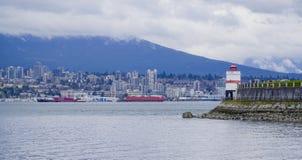 Fyren på Stanley Park i Vancouver - VANCOUVER - KANADA - APRIL 12, 2017 Fotografering för Bildbyråer