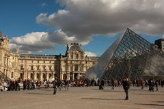 Fyrkant av Louvre i Paris Fotografering för Bildbyråer