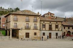 Fyrkant av Penaranda de Duero i landskap av Burgos, Spanien fotografering för bildbyråer