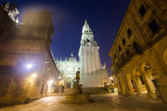 Fyrkant av Praterias och det domkyrkaKlocka tornet Santiago de Compos Royaltyfri Foto